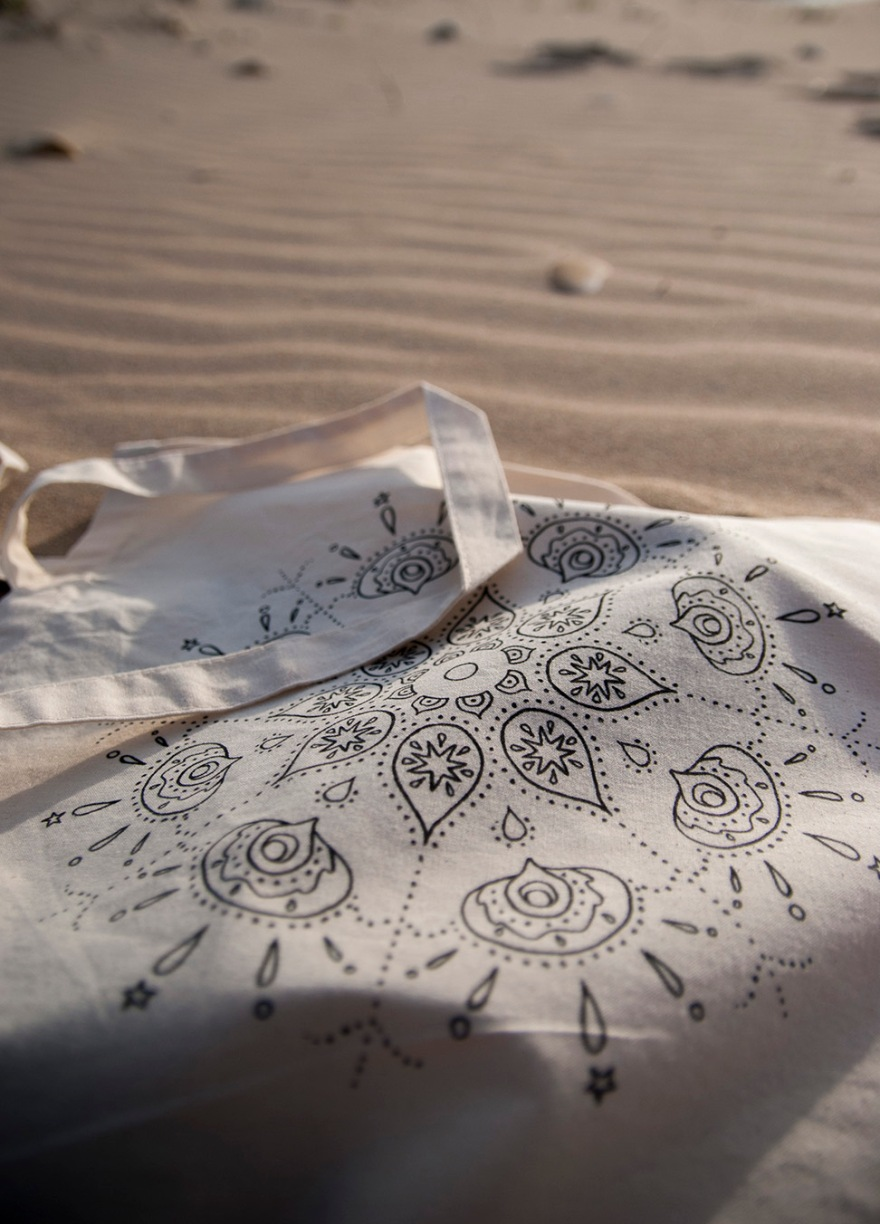 Drosia_illustration_Dream&Color_Wanderlust_Pursuing_Waves_tote_bag